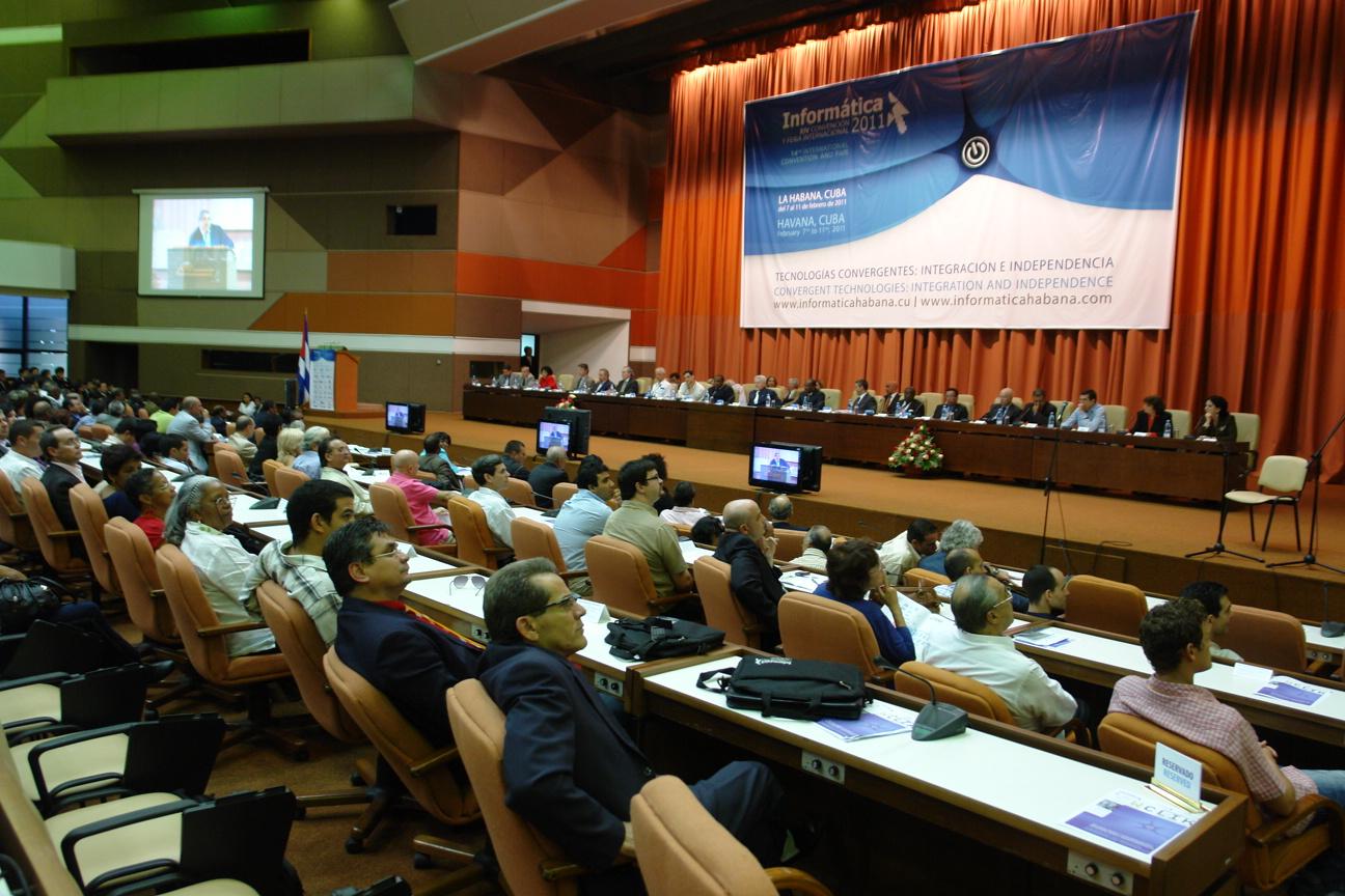 2011 Panel en plenario con la participación de 11 ministros que atendían la informática en sus respectivos países