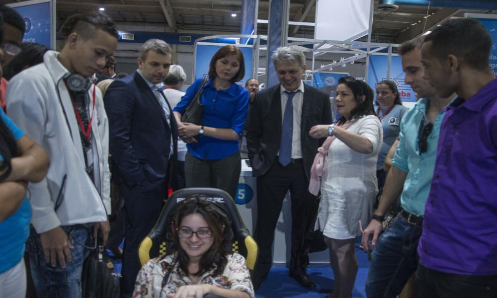 2018 Visit of Rashid Isamailov, Russian Deputy Minister of the Industry, to the stand of the Cuban company SIMPRO, specialized in simulators